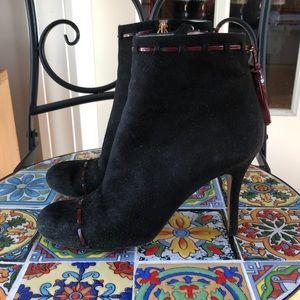 Kate Spade black ankle booties 7, burgundy trim